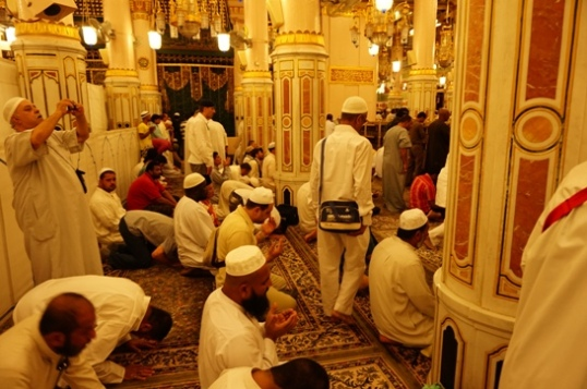 Suasana Masjid Nabawi
