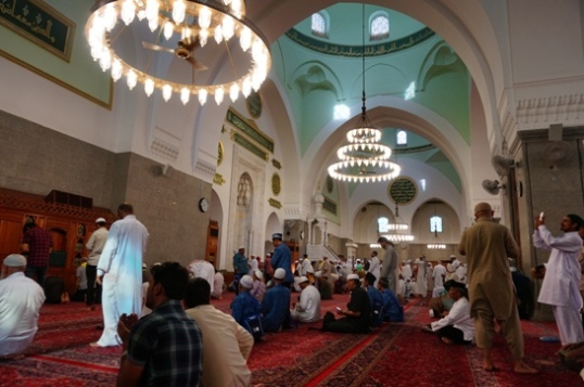Shalat di Masjid Quba