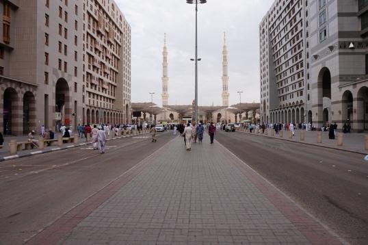 Di depan Masjid Nabawi